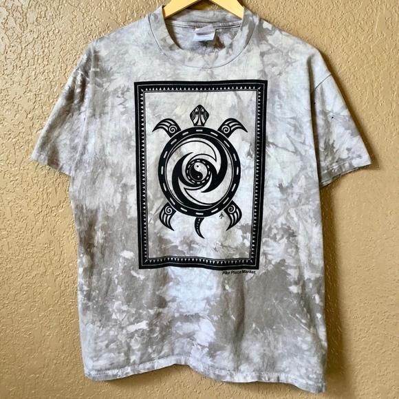 c939e15bdec6 90s Zen Turtle Pike Place Market Seattle WA Shirt.  M 5b1d76e59fe48684e4223a9e